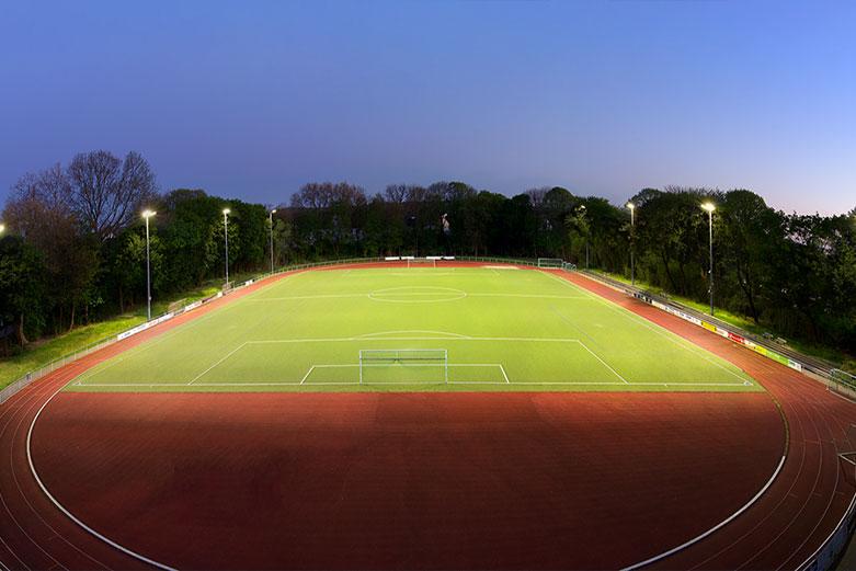 LED-Flutlichtanlage für einen Sportplatz